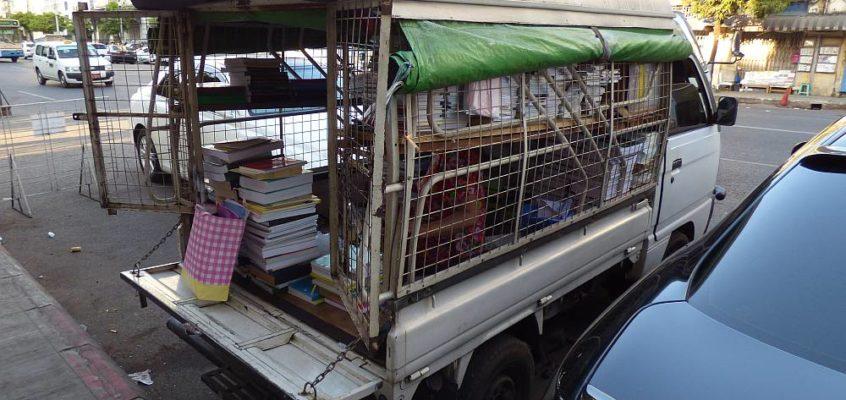 Ein rollender Buchladen in Yangon