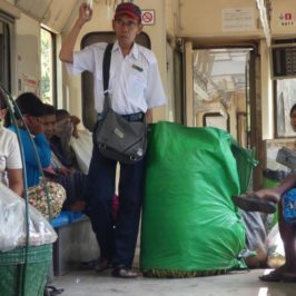 Ringbahnfahrten in Yangon