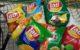 Thailändische Chipstüten in einem Einkaufswagen